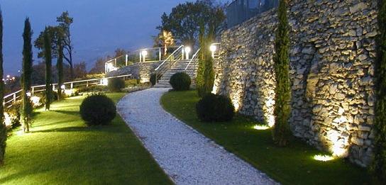 eclairage des magasins des bureaux et eclairage exterieur. Black Bedroom Furniture Sets. Home Design Ideas